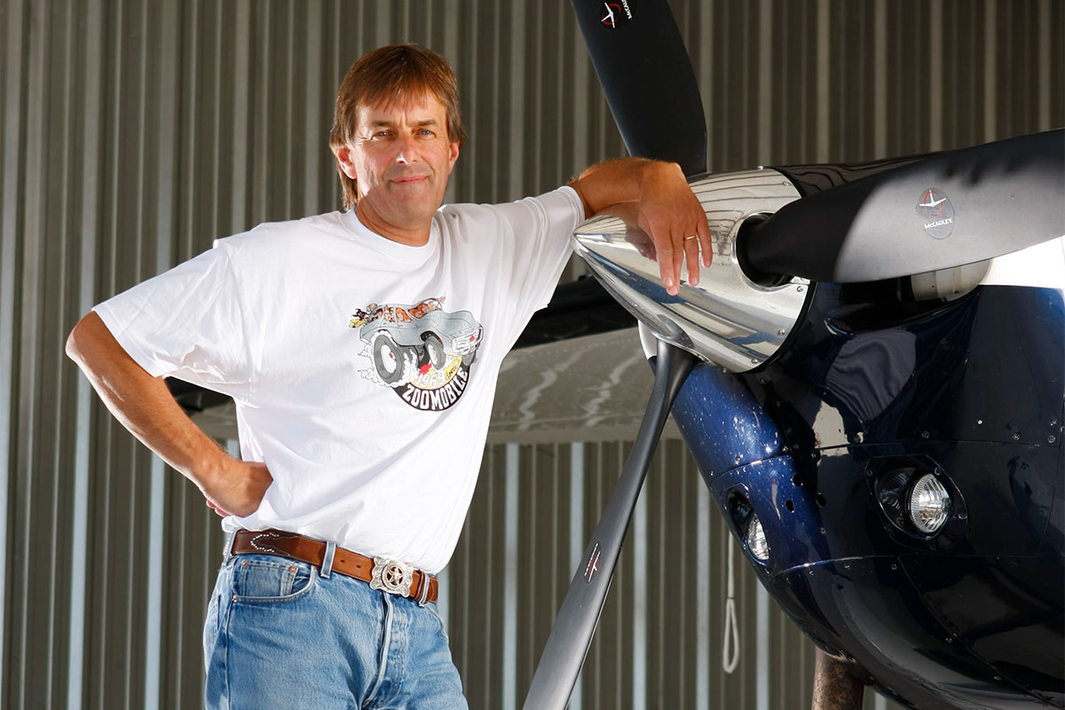 photo of Peter Hambling leaning on aircraft